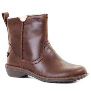 UGG Neevah Boot Chocolate Brown